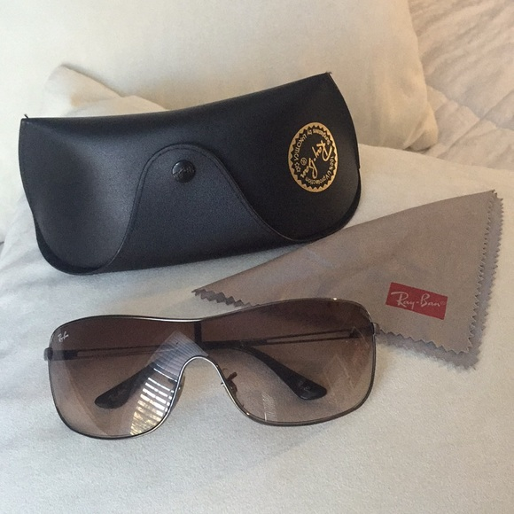 540cd463e6 Ray-Ban Sunglasses. RB3466. Wrap around face. M 5a64d999a825a6ab0b708524